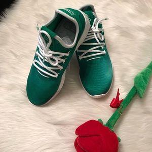 💝Brand new adidas originals tennis 🎾 shoes.